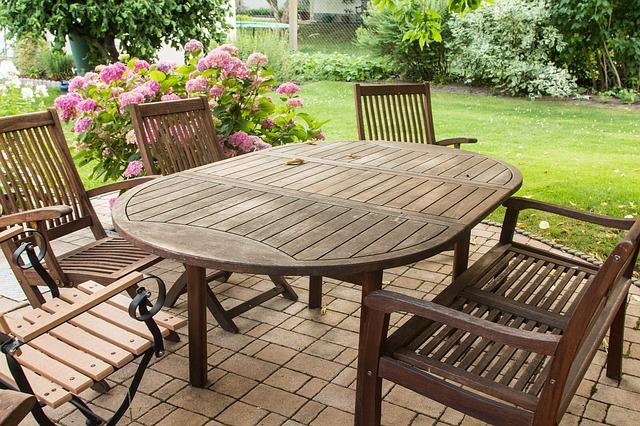 Gartenmöbel im Herbst pflegen und überwintern - Wohn-Journal